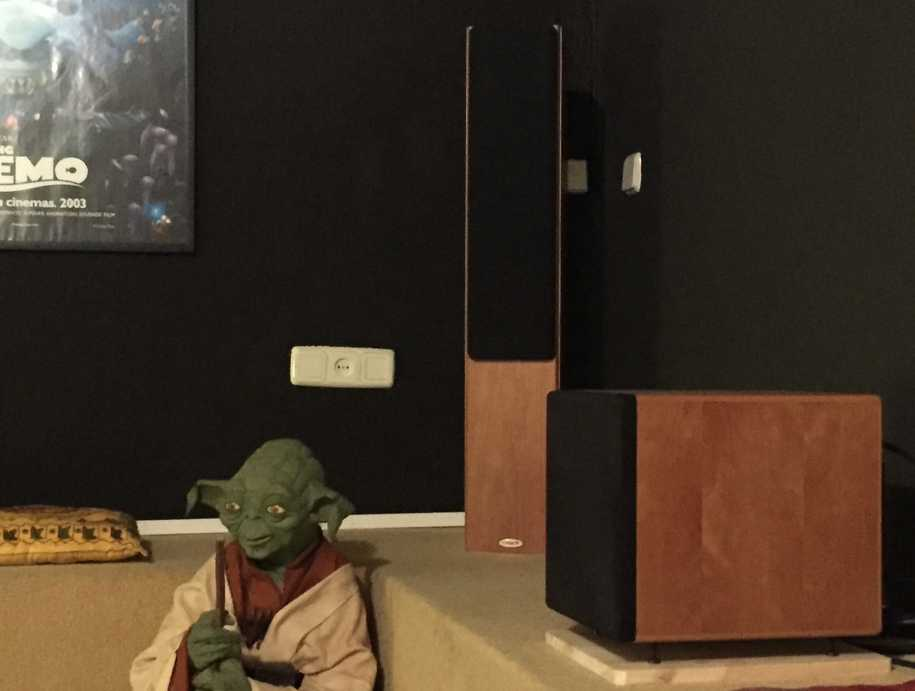Yoda y mis altavoces Tannoy. The-man-cave